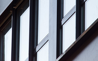 Façade avec baies vitrées