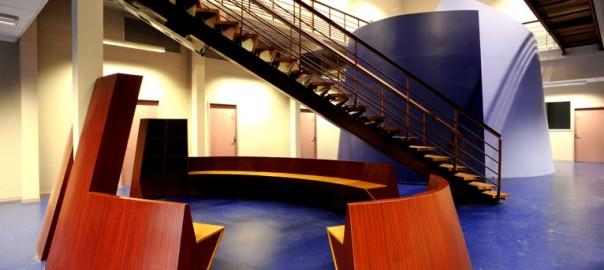 Architecture du hall principal à l'intérieur d'un bâtiment