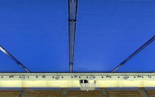 Plafond en toile tendue de fibre synthétique bleue